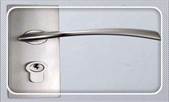 防盗门反锁了开锁技巧-开锁器最新工具_上门汽车开锁=开锁价目表-找人开锁多少钱