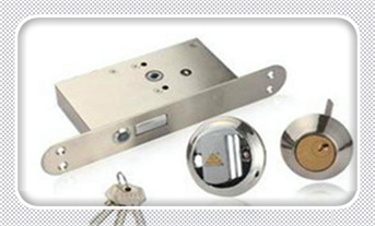 怎么开锁没有钥匙简单点的-开防盗门锁的_指纹锁比防盗门普通锁更安全吗-开锁公司电话