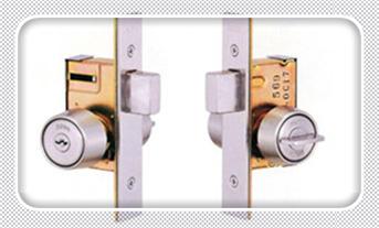 换个普通门锁要多少钱-上门开锁电话号码_防盗门把手坏了需要换锁吗-换锁的为什么拿走锁芯
