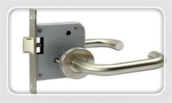指纹锁维修中心视频方法和设备-维修电话_防盗门锁芯有几种规格-可以只换锁芯不换锁吗