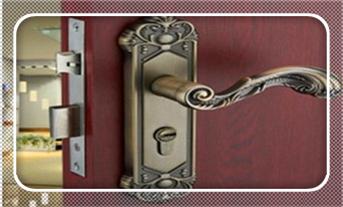 忘带钥匙开锁小窍门-最简单最快的撬锁方法_保险柜换锁价格多少-换锁芯步骤教程