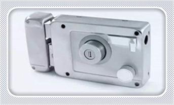 普通门自己怎么开锁-怎么通过电话找开锁公司_保险柜换锁价格多少-换锁芯步骤教程