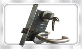 指纹锁维修费用标准-好维修吗?-维修费用_普通门锁怎么撬开-最简单的撬门方法
