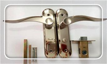钥匙锁在屋里了-怎样可以开防盗门锁-开防盗门锁需要提供什么_指纹锁维修费用标准-好维修吗?-维修费用