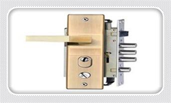 普通门锁怎么撬开-最简单的撬门方法_指纹锁维修中心视频方法和设备-维修电话